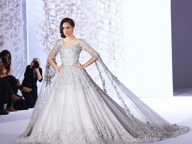 Váy cưới của vợ hoàng tử Anh có giá bao nhiêu?
