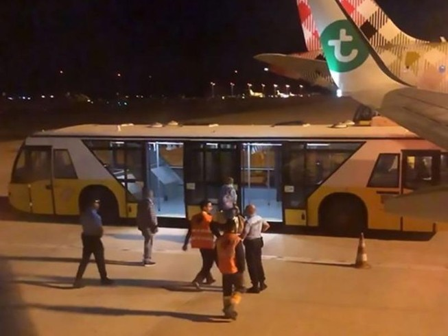 Máy bay hạ cánh khẩn vì một hành khách 'bốc mùi'