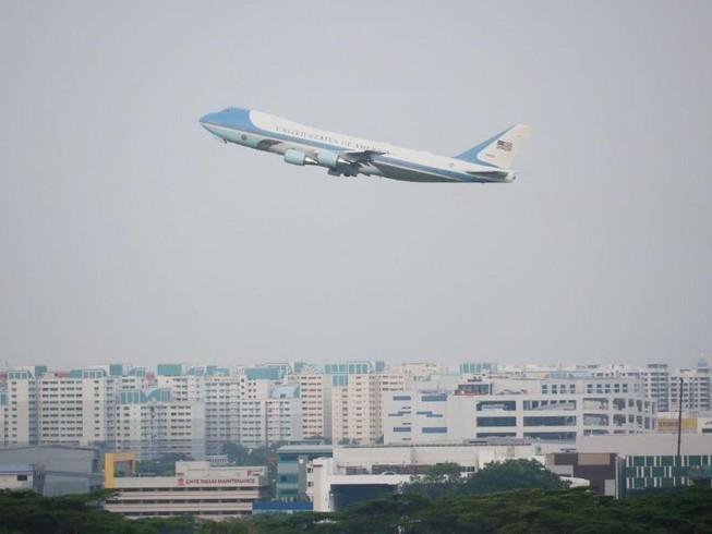 Ông Trump rời Singapore sau thượng đỉnh tuyệt vời với ông Kim