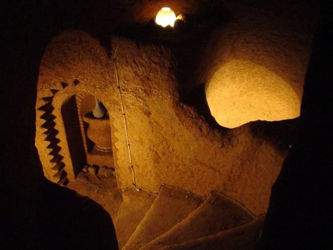 Người đàn ông dành 23 năm để xây một ngôi đền dưới lòng đất