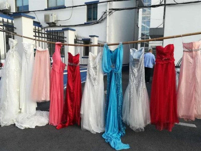 Ăn cắp hơn 70 váy cưới để có cảm giác được kết hôn lần nữa