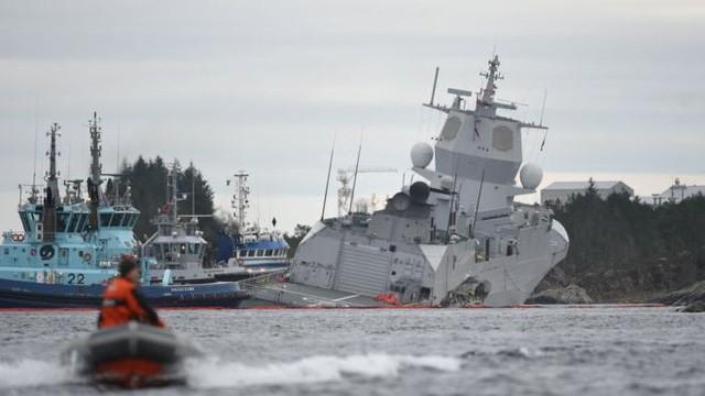 Tàu chiến Na Uy có nguy cơ chìm sau va chạm với tàu dầu