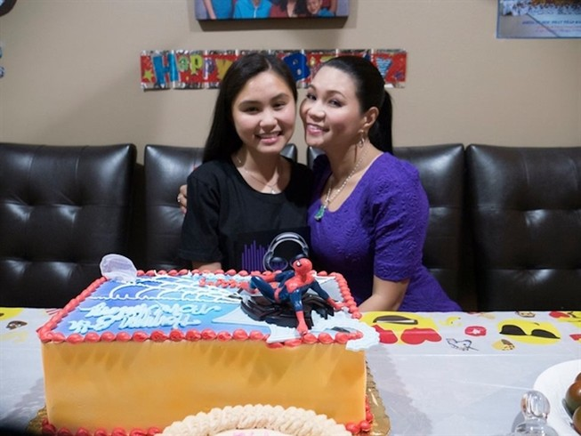 Con gái 15 tuổi của Ngọc Huyền được cấp phép diễn cùng mẹ