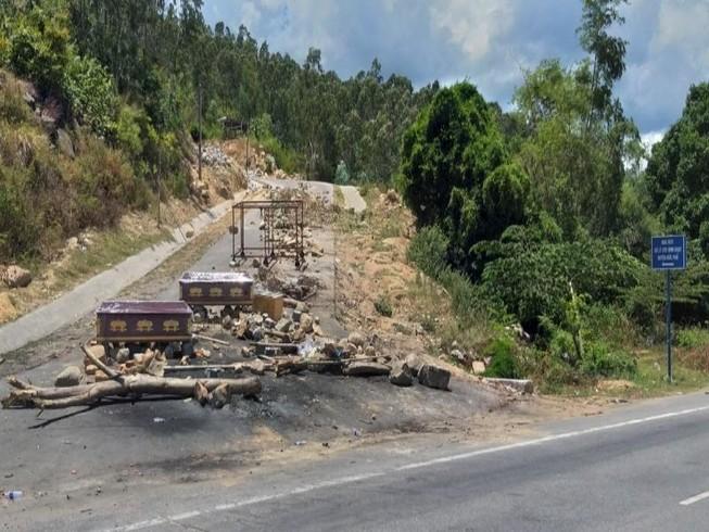 Quảng Ngãi: Thanh tra toàn diện nhà máy rác bị dân chặn đường
