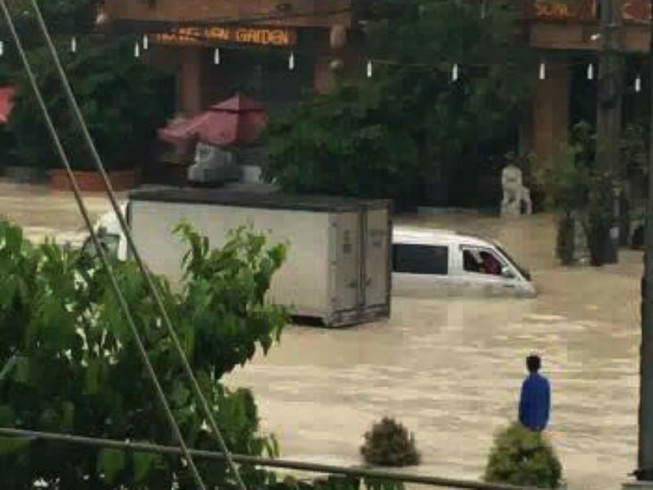 Đồng Nai: Mưa lớn ngập khủng khiếp, học sinh nghỉ học
