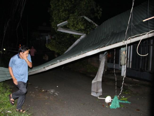 Ảnh hưởng của bão làm tốc mái 18 căn nhà ở Bình Dương