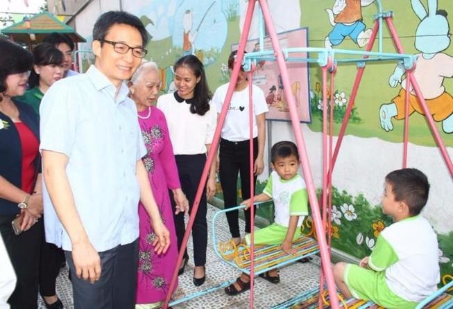 Phó Thủ tướng kiểm tra bếp ăn trường mầm non ở Đồng Nai