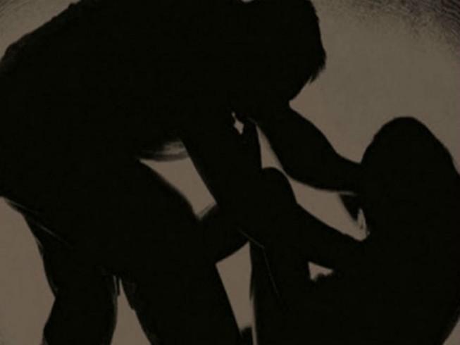 Khống chế phụ nữ gấp đôi tuổi mình để hiếp dâm
