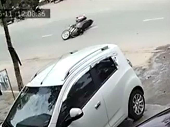 Cô gái bị giật giỏ ngã nhào xuống đường ở Biên Hòa