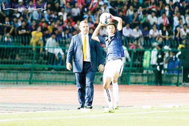 HLV Mai Đức Chung 'đẩy' bay ghế đồng nghiệp Vitorino?