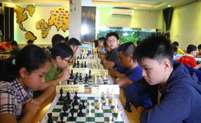 Gần 100 kỳ thủ tranh tài giải cờ vua để tìm thần đồng