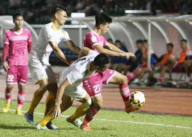 """Sài Gòn FC từ """"cõi chết"""" trở về nhờ cái duyên ông Khôi?"""