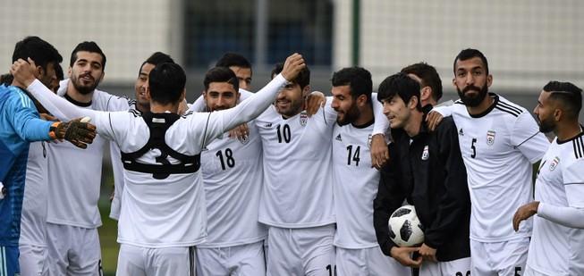 Giày Nike, đội tuyển Iran và cấm vận Mỹ