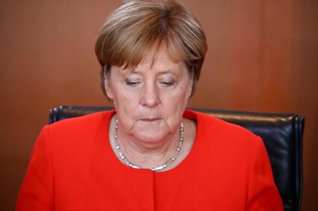 Bà Merkel làm gì khi tuyển Đức bị Hàn Quốc đánh bại?
