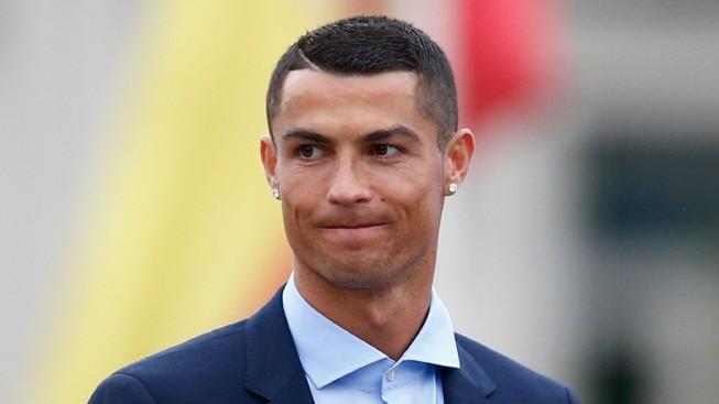 Ronaldo chính thức về Juventus