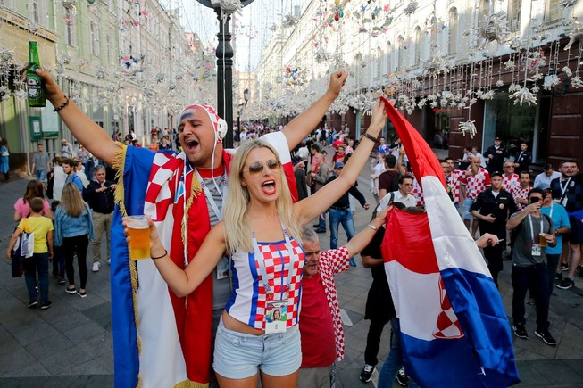 CĐV Anh và Croatia tưng bừng mở hội ở Moscow