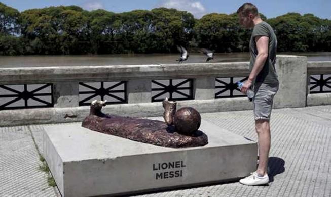 Những tượng đài danh thủ ngớ ngẩn nhất thế giới