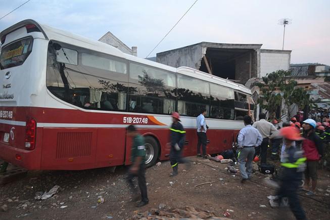 2 xe giường nằm tông trực diện ở Lâm Đồng