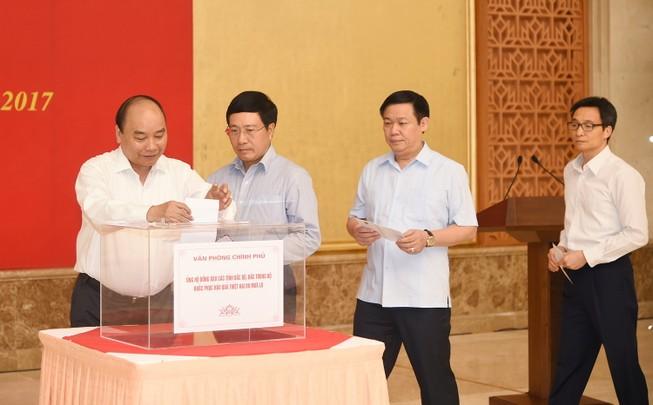 Thủ tướng dự lễ phát động quyên góp khắc phục lũ