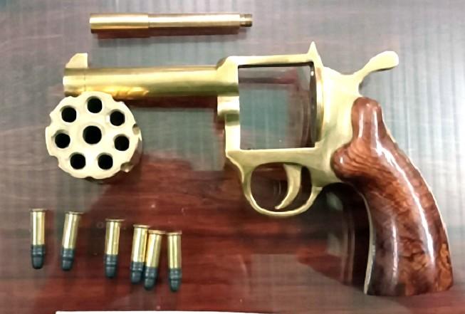 Nhóm làm súng Rulo ổ quay bị bắt