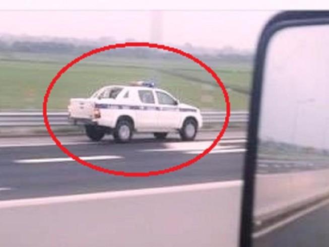 Xe của CSGT chạy ngược chiều trên cao tốc:Luật cho phép