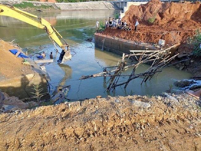 Tìm thấy thi thể 3 công nhân bị vùi lấp do sập cầu