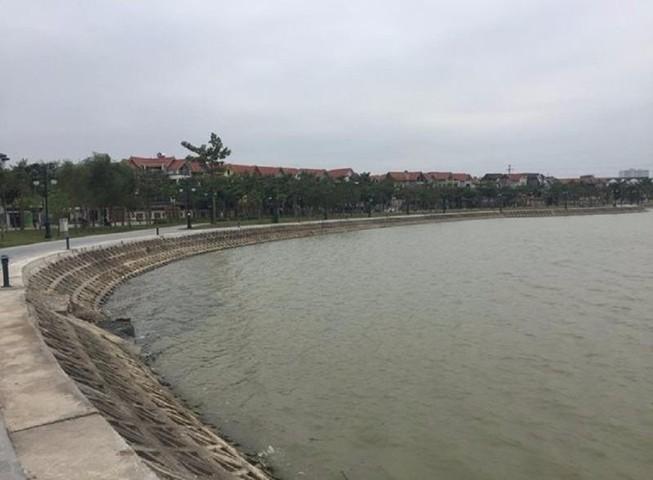 Thi thể phụ nữ khoảng 30 tuổi nổi trên hồ ở Hà Nội