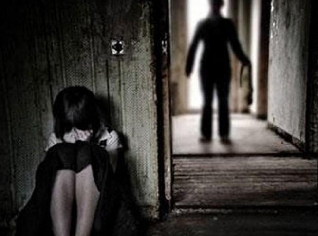 Bắt 2 người đàn ông xâm hại nữ sinh 14 tuổi