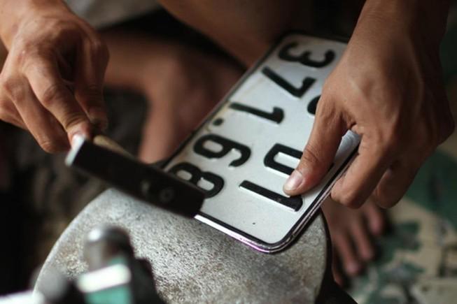 Biển số xe bị mờ có bị phạt, làm sao để xin cấp lại?