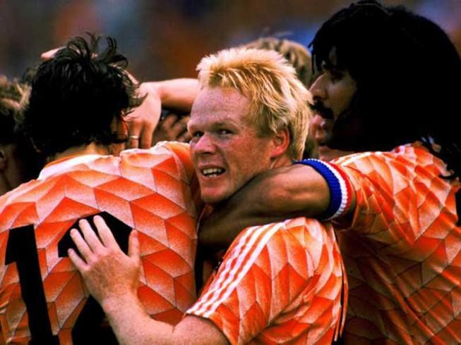 Hà Lan khủng hoảng, Gullit tiến cử HLV Koeman