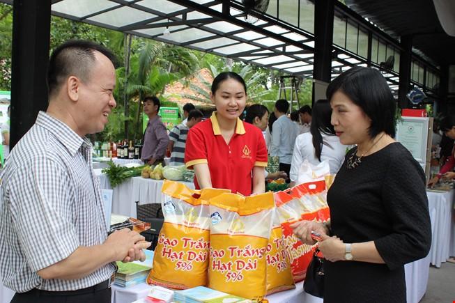 Việt Nam đang 'bao cấp' gạo cho các nước?