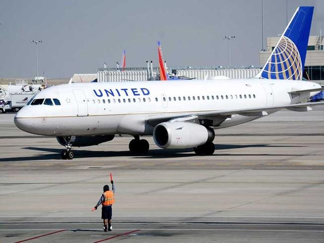 Vụ kéo lê hành khách: United Airlines thiệt hại 'khủng'