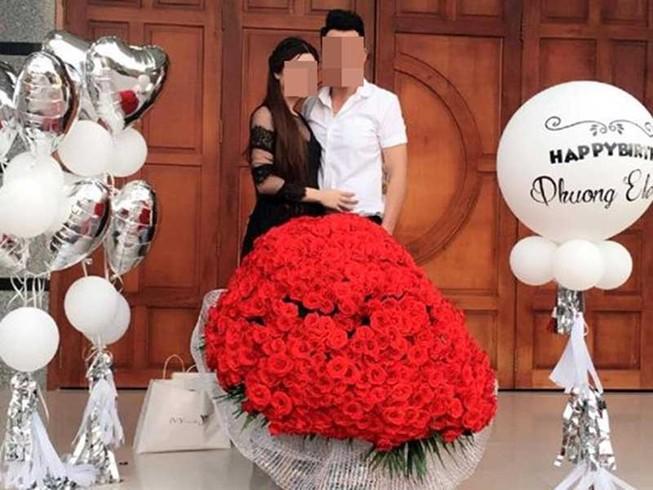 Anh chàng làm vợ 'đứng tim' với 999 đóa hồng
