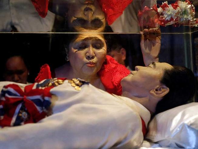 Sự hồi sinh của nhà Marcos ở Philippines