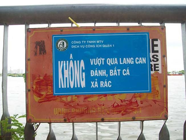 Biển báo cấm câu cá đã được thay mới