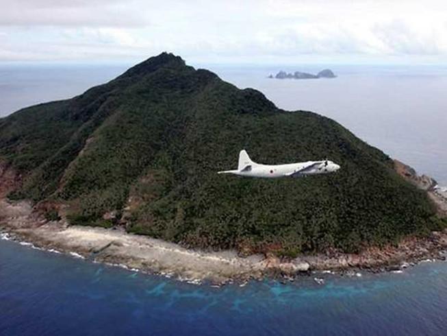 Tàu chiến Trung Quốc vờn Senkaku, Nhật tức giận