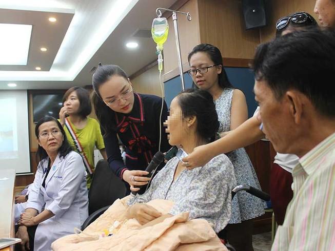 Giải cứu phụ nữ mang khối u 50 kg gần 4 năm