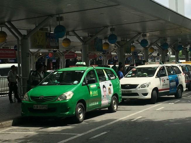 Dẹp nạn chèo kéo khách tại sân bay Tân Sơn Nhất