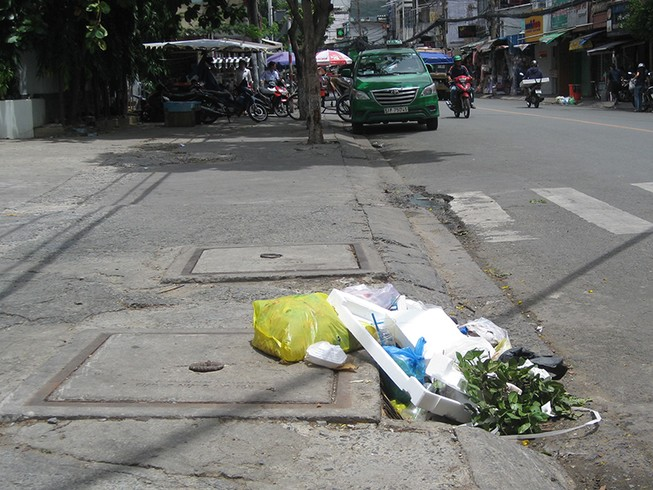 Bỏ rác vào miệng cống: Phạt đến 7 triệu đồng!