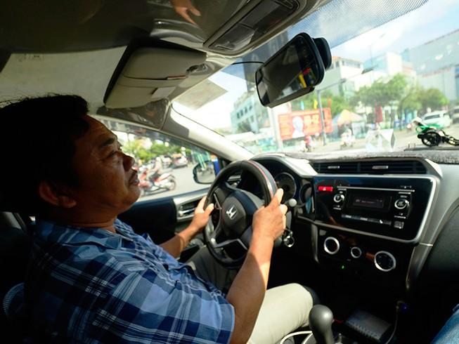 Xe Grab sẽ phải có hộp đèn 'Taxi điện tử'?