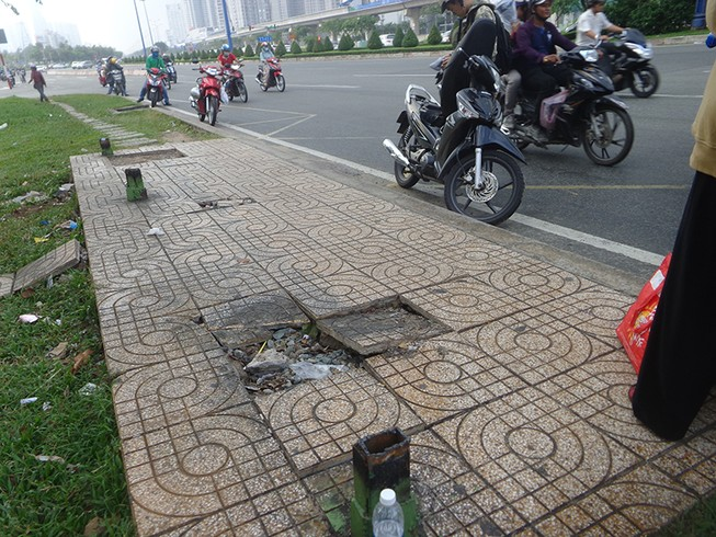 Những vật nhọn nguy hiểm trên xa lộ Hà Nội