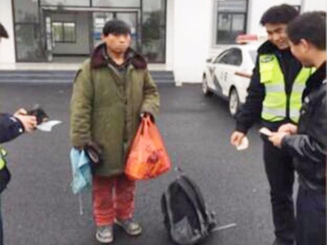 Trung Quốc: Đạp xe về quê ăn Tết, lạc 500km
