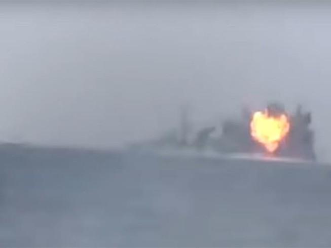 Phiến quân Yemen nã tên lửa trúng tàu chiến Ả Rập Saudi