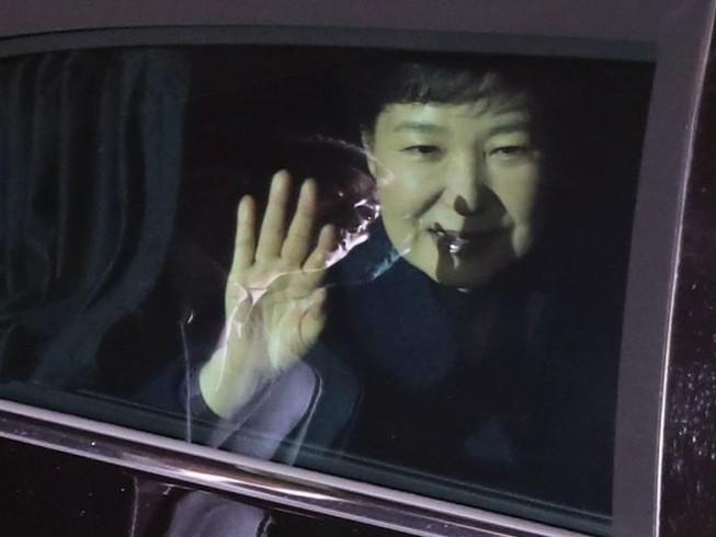 Bà Park bị phế truất, hàng loạt cố vấn cấp cao từ chức