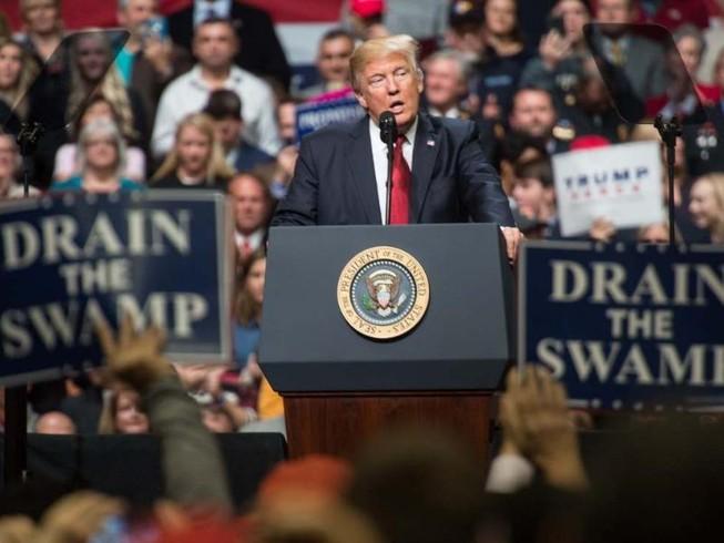 Sắc lệnh bị chặn phút chót, Trump nói tòa 'lạm quyền'