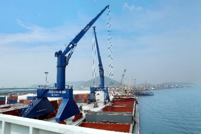 Bộ NN&PTNT phản đối nhận chìm chất nạo vét xuống biển Cửa Lò