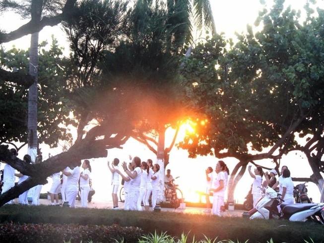 Sôi động thể dục buổi sáng trên bờ biển Nha Trang