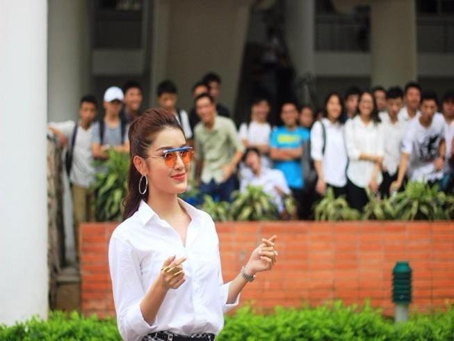 Nữ sinh Đại học Xây dựng làm lu mờ Á hậu Huyền My