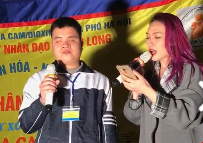 Hà Nội quản chặt người khuyết tật hát rong ở vỉa hè