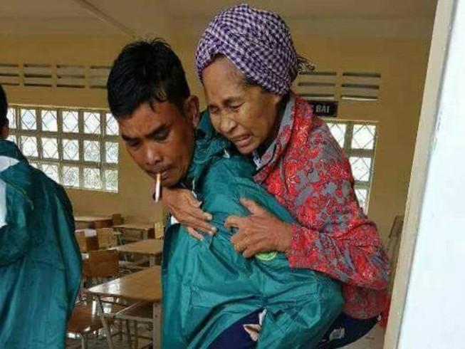 Sóc Trăng: Di dời dân ven biển tránh bão 16